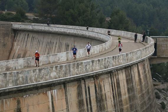 570-6 traversée du barrage de Bimont photo organisation